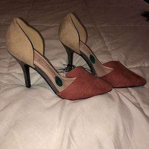 Two-tone Tan/Salmon suede, pointy toe heels